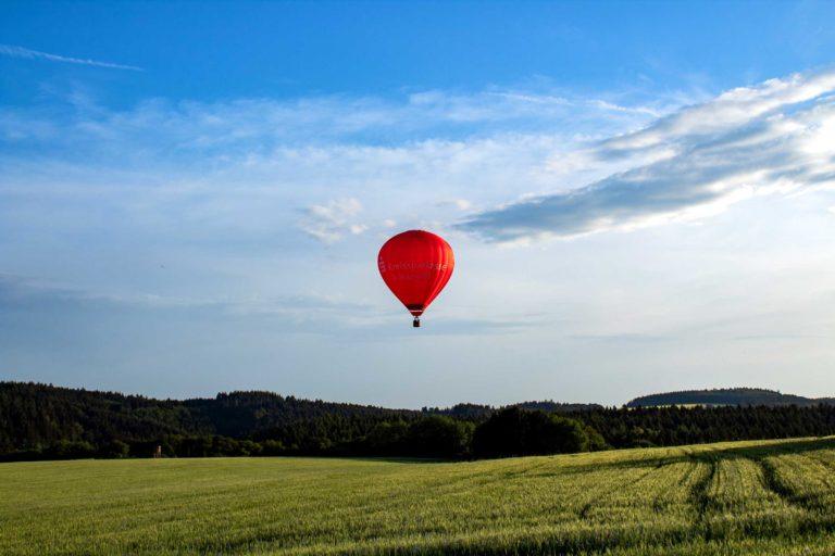 Ballon während der Fahrt über die Vulkaneifel